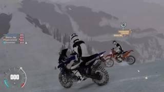 The crew-Moto trilha
