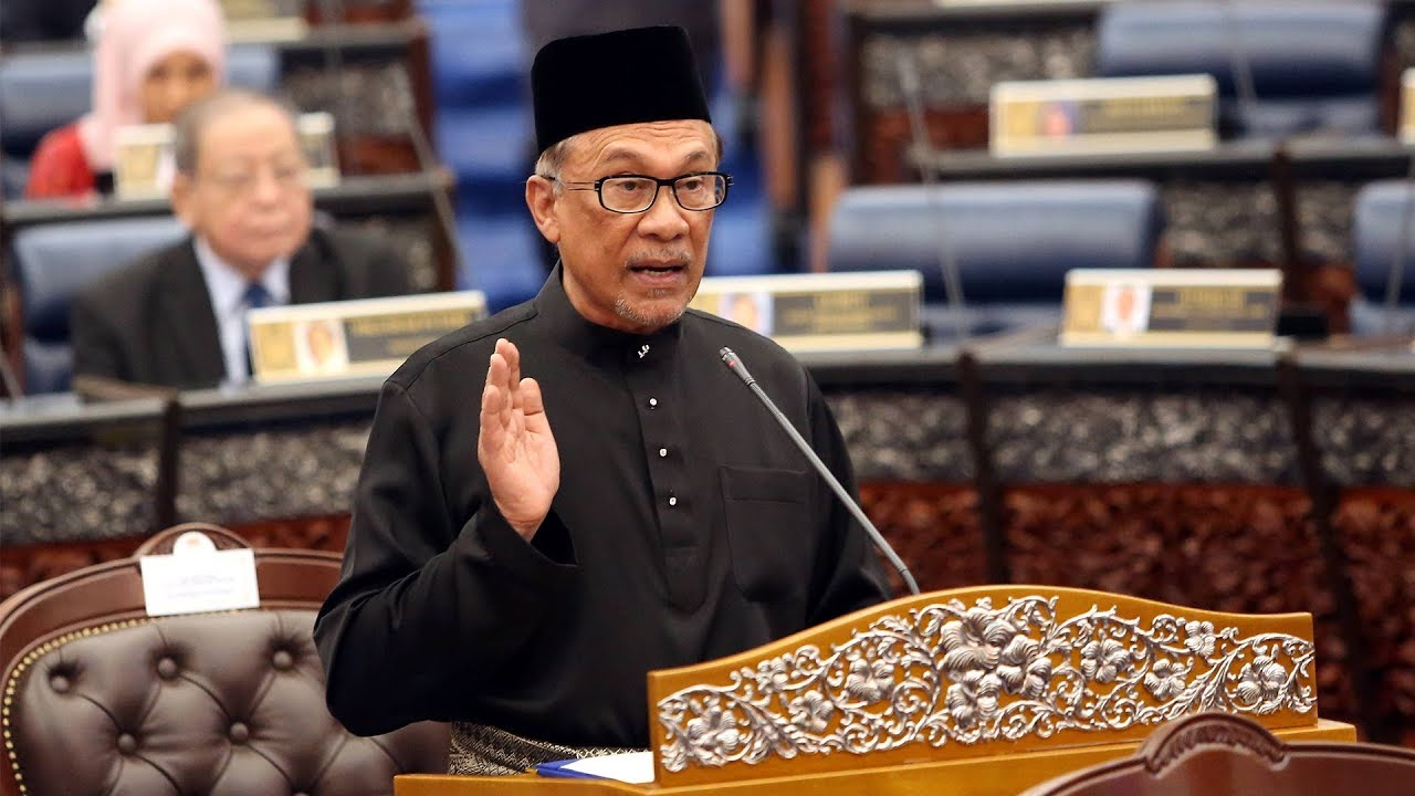 Anwar sworn in as Port Dickson MP