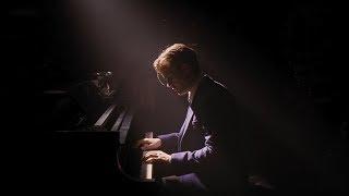 Себастьян играет в ресторане, Эмма Стоун, Райан Гослинг, Ла-Ла Ленд(La La Land )