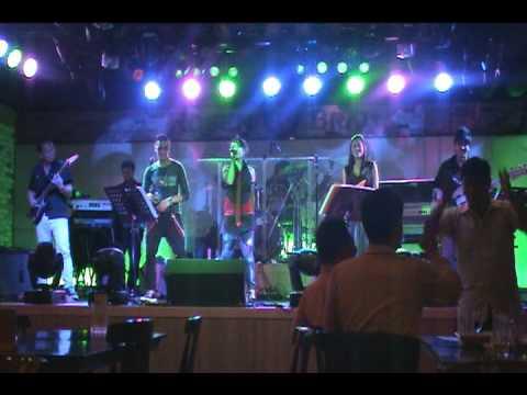 2ne1 (i dont care) R.E.D band korea