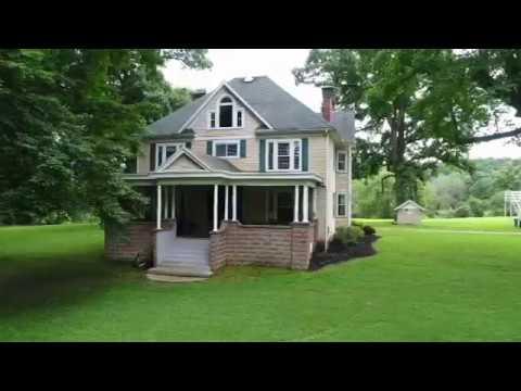 Move-in Ready 4 Bedroom On 16 Acres - Clarksburg, WV