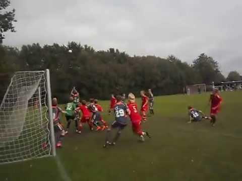 Se Mads Pedersen fra Skødstrup scorer på hjørnespark