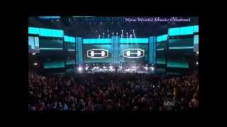 GANGNAM STYLE AMERICAN MUSIC AWARDS ,PSY GUEST MC HAMMER LIVE 2012 WITH SPECIAL DANCING HORSE KOREAN