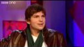 Gambar cover Ashton Kutcher's Webbed Feet - Jonathan Ross - BBC One