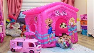 Öykü'nün Pembe Barbie Evi! Öykü Pretend Play Pink Barbie Party House - Funny Kids Video