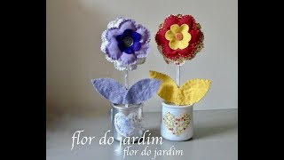 Flor de tecido e feltro no pote de iogurte