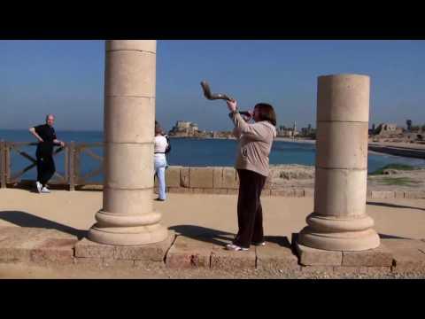 Linda Playing Sounding Blowing Shofar In Israel Part 1 Of 2.f4v Expert Jerusalem Israel Rams Horn