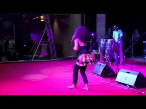 TUKU GIVES AMMARA BROWN STANDING OVATION