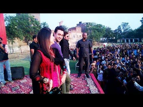 Kareena & Imran at Jaipur College - Gori Tere Pyaar Mein