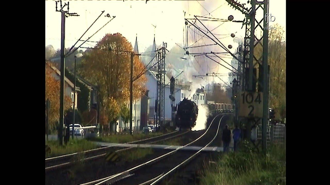 Zuviel Druck im Kessel - Dampflok 50 3610 mit schwerem Güterzug beim ...