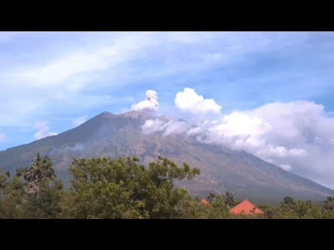 Timelapse: Indonesia's Mount Agung volcano erupts