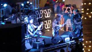 BVB Performance in Hollywood.... Andy Sixx falling.....