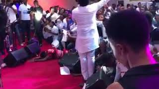 Sonnie Badu live in worship in Ghana