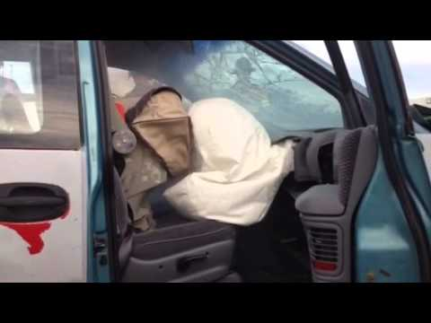 Rear facing car seat vs. Front penger airbag - YouTube