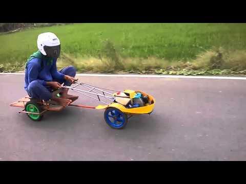 Chế máy cắt cỏ thành xe đua