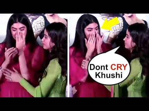 Jhanvi Kapoor's Sister Khushi Kapoor CRYING After Missing Mom Sridevi At Dhadak Movie Trailer Launch