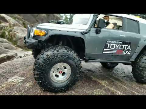 HPI Toyota Venture Fj Cruiser and Traxxas Trx-4 Non Stop Action.