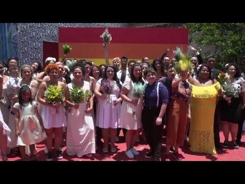 البرازيل: مثليو الجنس يسابقون الزمن وينظمون حفل زواج جماعي والسبب..…  - 09:54-2018 / 12 / 16
