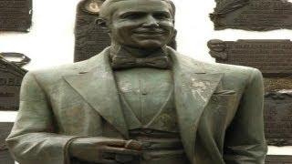 Carlos Gardel-el bronce que sonrìe-Producciones Vicari.(Juan Franco Lazzarini)