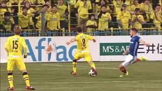 小泉 慶(柏)が味方選手とのコンビネーションからゴール前まで持ち運ぶ...