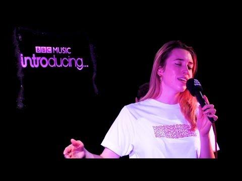 Sarah Close - This Christmas (BBC Music Introducing Solent Live Lounge)