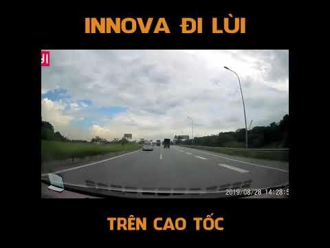 Innova đi lùi trên cao tốc