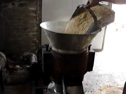 Small pellet mill for making cattle feed pellet