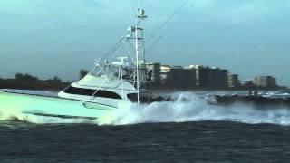 Sport Fishing Flybridge Cruiser Running Hard - Fishing Tv HD