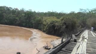 Lama da barragem de Mariana passa pela Ponte Queimada - Rio Doce destruido