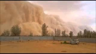 عاصفة رملية تداهم محافظة طبرجل في منطقة الجوف
