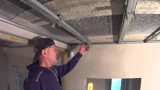 Sufit podwieszany pod stropem masywnym - okładzina sufitu