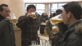 立ち飲みビアホールが人気 北朝鮮・平壌 Beer house in Pyongyang