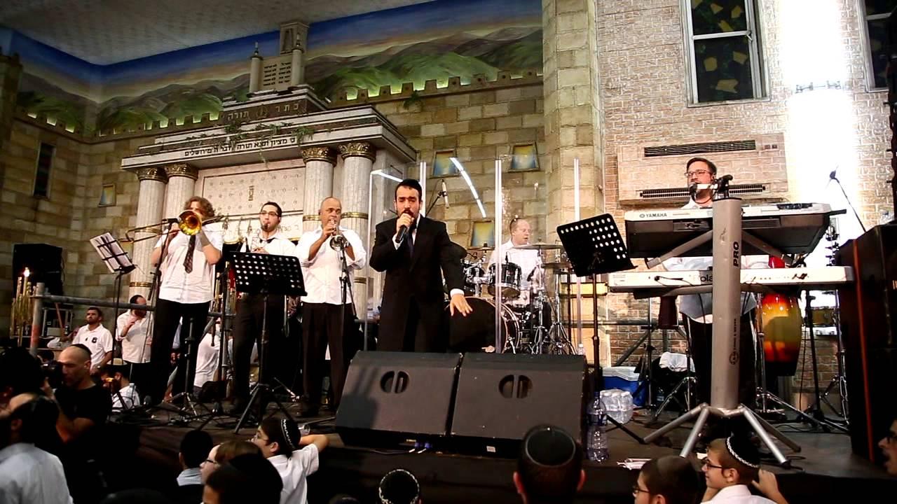 נמואל מחרוזת שירי מסורת [הקפות שניות כפר חבד] | Nemouel Medley Shirey Masoret Show