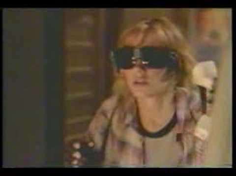 VR5: pilot deleted s, Lori Singer, Michael Easton
