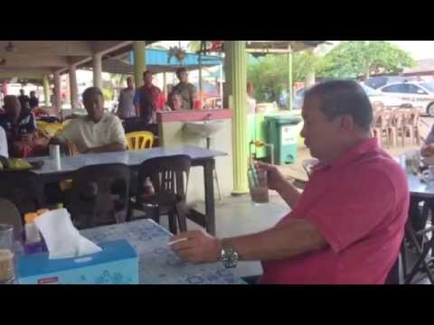 Sultan Johor sarapan pagi di warung dengan penduduk kampung