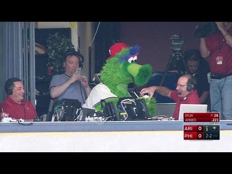 ARI@PHI: Phanatic brings ice cream to D-Backs booth