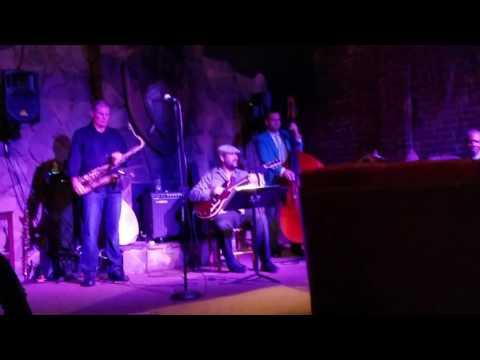 Amos Hoffman jazz guitarist with Robert Gardiner at The Speakeasy
