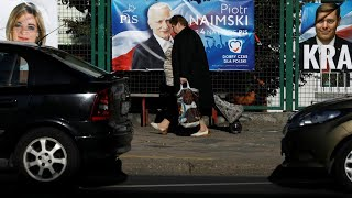 Poles vote in polarising election