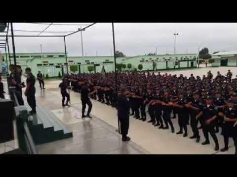 "Militares peruanos cantando canción ""Sumérgeme"" de Jesús Adrian Romero."