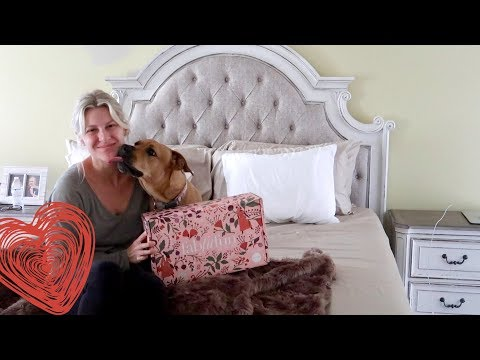 UNBOXING IN MY NEW BED feat. MY DOG!