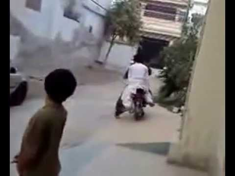 Whatsapp video_Funny bike Stunt