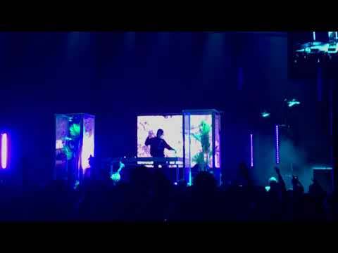 Ekali playing Blackbear - Do Re Mi (ID Remix) @ The Novo, LA