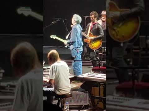 "Eric Clapton Performs ""Layla"" Electric For First Time In Six Years"