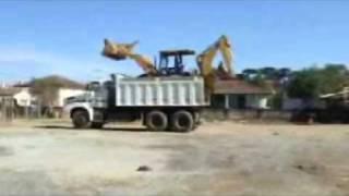 Spacy.Tv - Трактор заезжает и съезжает с грузовика