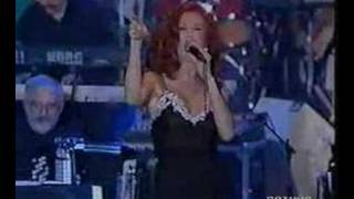"Milva sings ""Quando il sipario"" (When the curtain)"