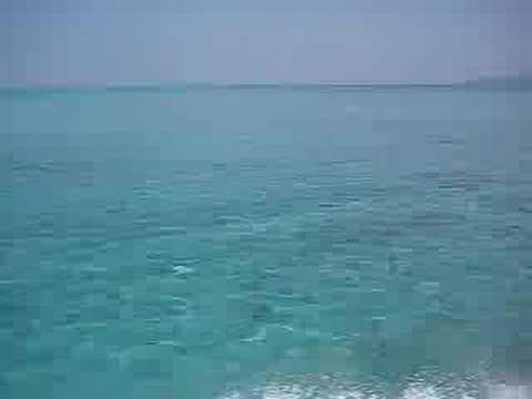 竹富島北の海の色はめちゃくちゃキレイ。