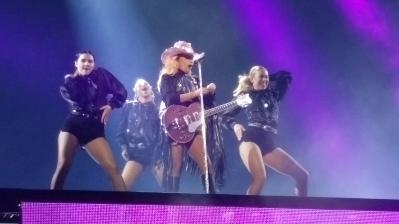 Lady Gaga Joanne World Tour Opening Diamond Heart Ayo Vancouver Youtube