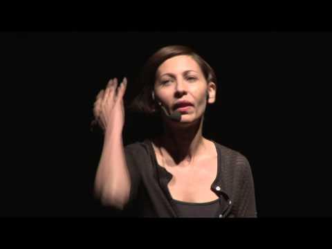 De ce ai vrea să te simţi incapabil? | Iulia Rugină | TEDxEroilor