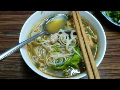 Vietnam Vlog #19: Bun Bo Hue (the best soup in the world)
