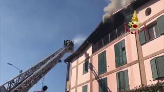 Mansarda a fuoco a Porporano, l'intervento dei pompieri